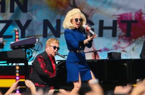 Elton John feat. Lady Gaga – Don't Let The Sun Go Down On Me (Live with Lady Gaga)